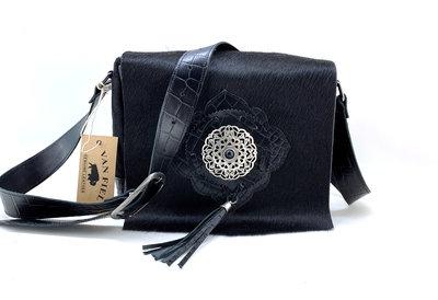 Koeienhuid dames tas zwart met zwarte croco print Van Fiel