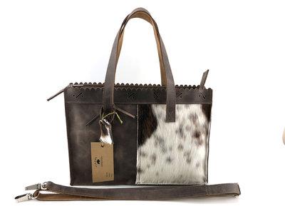 Koeienhuid  bruin/wit medium shopper met lange hengsel